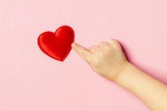 Main et coeur du ` s d'enfants Images libres de droits