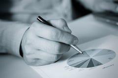 Main et crayon lecteur Image libre de droits