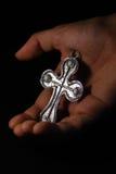 Main et croix Images libres de droits