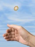 Main et pièce de monnaie (choix) Photo libre de droits