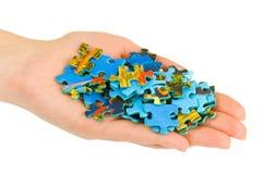 Main et puzzle Photos stock