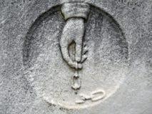 main et réseau de détail de pierre tombale de 19ème siècle Photos libres de droits