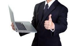 Main et succès d'homme d'affaires la bons jugent le carnet d'isolement Photographie stock