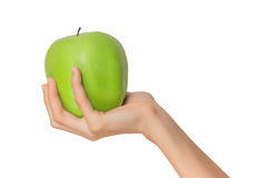 Main femelle d'isolement de femme tenant un vert Apple de fruit sur un fond blanc Photo stock