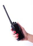 Main femelle tenant l'émetteur radioélectrique portatif Photos libres de droits
