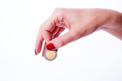 Main femelle tenant l'euro pièce de monnaie Photos libres de droits