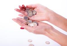 Main femelle tenant l'euro pièce de monnaie Image libre de droits