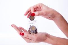 Main femelle tenant l'euro pièce de monnaie Image stock