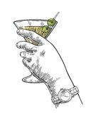 Main femelle tenant un verre de cocktail Illustration de gravure de vecteur de vintage pour le label, affiche, invitation à une p illustration libre de droits