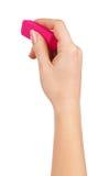 Main femelle tenant une gomme rose pour s'effacer photo stock