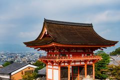 Free Main Gate Of Kiyomizu-dera Temple With Brown Roof And Red Wooden Base In Kyoto Stock Photo - 167090320
