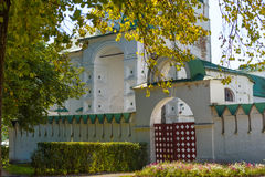 Main gate to the ancient Suzdal kremlin Stock Photography