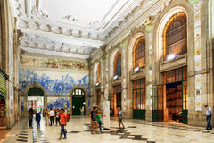 The main hall with azulejos on walls of the Sao Bento Railway St Royalty Free Stock Photos