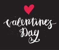 Main heureuse de jour de valentines dessinant Pen Brush Lettering Image stock