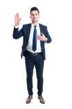 Main honnête d'avocat sur le coeur comme jurent ou le geste de serment photos libres de droits