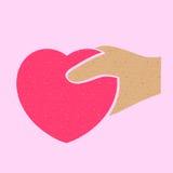 Main humaine tenant le signe de forme de coeur. Photo stock