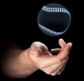 Main jetant le base-ball en l'air Photo stock