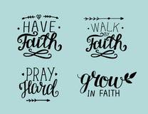 Main 4 marquant avec des lettres au sujet de la foi illustration libre de droits