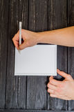 Main masculine écrite sur le cadre Images stock
