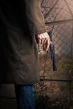 Main avec l'arme à feu Photographie stock