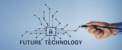 Main masculine avec le câble d'Internet Futur concept de technologie photo libre de droits