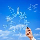 Main masculine dessinant les destinations supérieures de voyage Image libre de droits