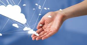 Main ouverte avec les icônes 3D reliées par nuage Image stock
