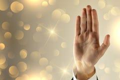 Main ouverte d'homme d'affaires avec le fond de scintillement photo libre de droits