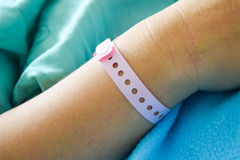 main patiente avec le poignet d'hôpital Photos libres de droits