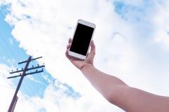 Main pour tenir le téléphone portable Photos libres de droits