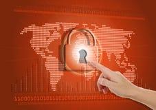 Main poussant le bouton virtuel de sécurité Photos libres de droits