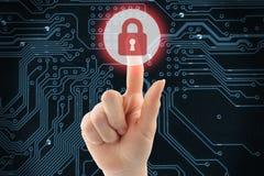 Main poussant le bouton virtuel de sécurité Image libre de droits