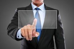 Main poussant sur une interface d'écran tactile Image stock