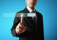 Main poussant sur une surface adjacente d'écran tactile Image stock