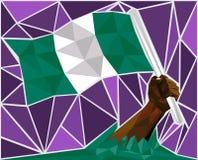 Main puissante d'homme de couleur soulevant le drapeau du Nigéria Photo libre de droits