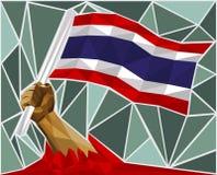 Main puissante soulevant le drapeau de la Thaïlande Image stock