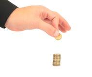 Main recueillant la pièce de monnaie Image libre de droits