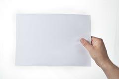 Main retenant la partie de papier image libre de droits