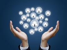 Main retenant le réseau social Image libre de droits