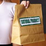 Main retenant le sac de papier Images libres de droits