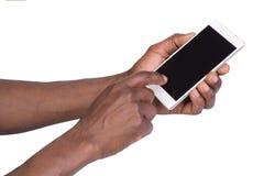 Main retenant le téléphone intelligent mobile avec l'écran blanc Images stock