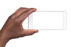 Main retenant le téléphone intelligent mobile avec l'écran blanc Image stock