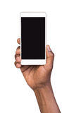 Main retenant le téléphone intelligent mobile avec l'écran blanc Images libres de droits
