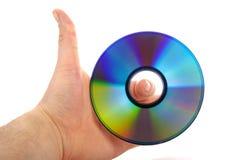 Main retenant un disque bluray Image libre de droits