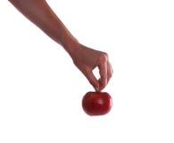 Main retenant une pomme photos libres de droits