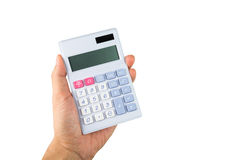 Main se tenant avec la calculatrice sur le fond blanc Photos stock