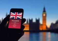 Main Smartphone Londres Photo libre de droits