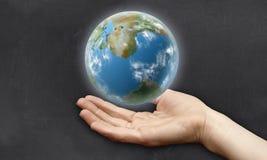 Main sous la terre Photos libres de droits