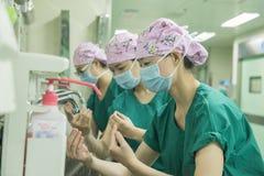Main standard lavant la préparation processus-préopératoire Photographie stock