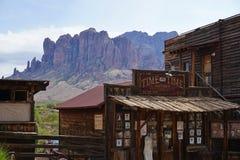 Main Street da cidade fantasma da jazida de ouro - o Arizona, EUA Imagens de Stock Royalty Free